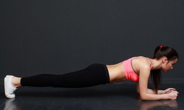 プランク 腰 が 痛い プランクは効果ない?肩や腕が痛くなる原因は?トレーナー直伝の正し...