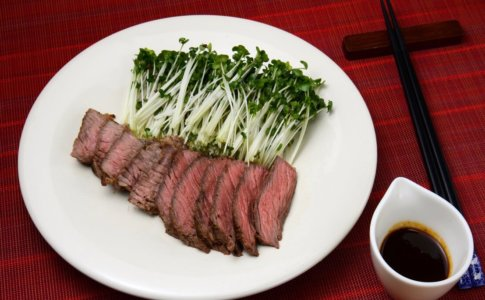 牛肩肉のステーキ
